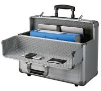geöffneter Pilotenkoffer aus Aluminium